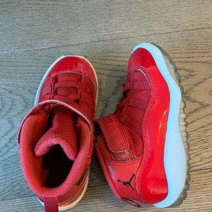 Kids Jumpman Jordans Red toddler shoes